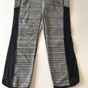 Athleta Pants - Athleta high rise Capri leggings